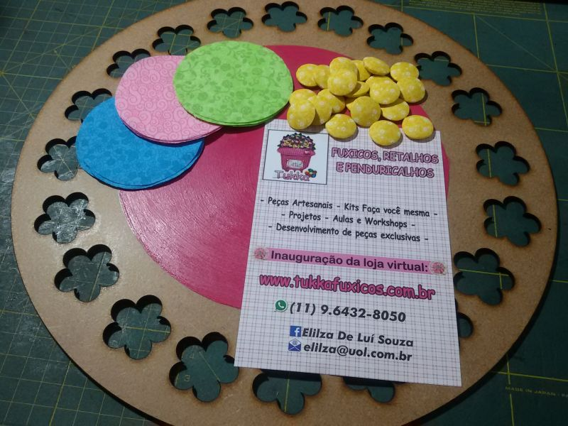 Kit Lousinha decorada com fuxicos e botões forrados